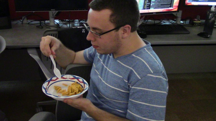 NKU student enjoys his mac and cheese in a computer lab.