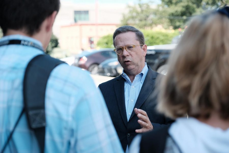 Mark Neikirk, Executive Director of NKUs Scripps Howard Center for Civic  Engagement, speaks with students about NKU connections.